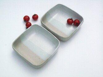 二色の角鉢の画像