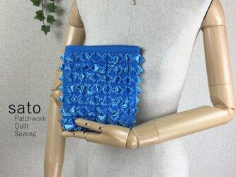 青のスラッシュキルトポーチの画像