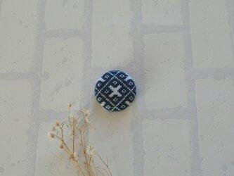 伝統柄のこぎん刺しブローチ(藍色)の画像