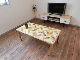 ヘリンボーンのローテーブル【黄】の画像