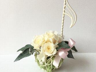 ♪プレゼントに♪音符のフラワーアレンジメント プリザーブドバラの画像
