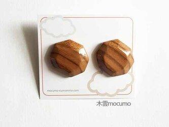 桜の木の 八角ピアス*しま*(チタンポスト)の画像