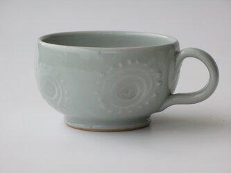 白い磁土のカップの画像