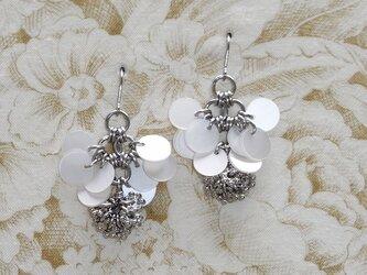 銀の花*パール チタンピアスの画像