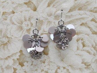 銀の花*灰茶 チタンピアスの画像
