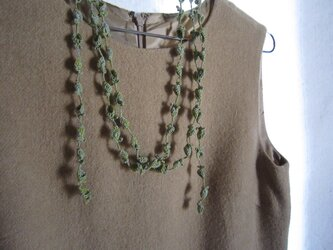 黄緑×水色 花と葉のかぎ針編みネックレスの画像