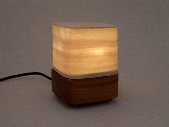 木のシェードライトの画像