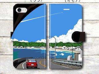 湘南イラスト スマホケース(手帳型)iPhone&Android対応 湘南の名所!材木座のトンネルを抜けるミニクーパー♪の画像