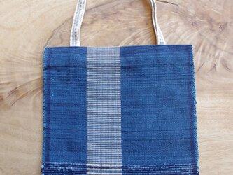 木綿・裂き織り B5ノートが入る大きさの藍色フラットバッグ(ポケットなし) の画像