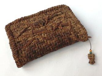 山葡萄の蔓で編んだカード入れ・ストラップ付(大)の画像