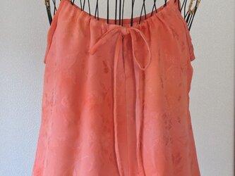 着物リメイク 珊瑚色のキャミソールブラウスの画像
