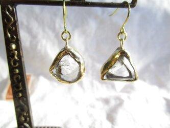 【再2】真鍮 水晶 カケラ ピアスの画像