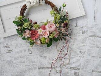 hi様ご注文品 ピンクロースの花かごリース  の画像