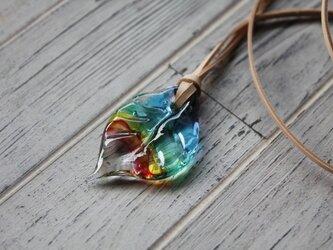 虹色の葉っぱのネックレス〈2018-20〉の画像