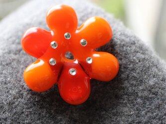 花のいろは(オレンジ)*ガラスのブローチの画像