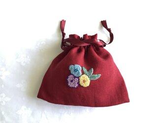 お花刺繍のきんちゃく(赤)の画像