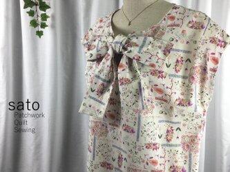 花柄リボンのノースリーブの画像