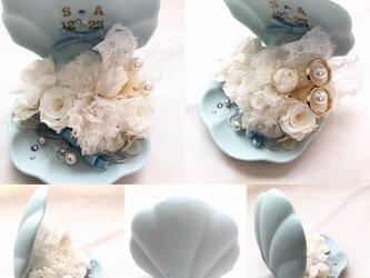 【プリザーブドフラワー/貝殻に白いお花とレースを添えて/リングピロー使用OK】【専用フラワーケースリボンラッピング付き】の画像