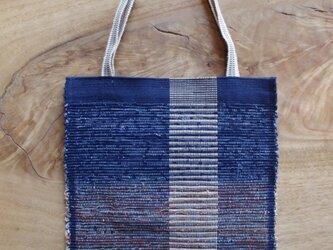 木綿・裂き織り B5ノートが入る大きさの藍色フラットバッグ(内側にポケットあり) の画像