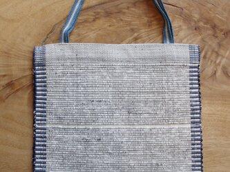 木綿・裂き織り B5ノートが入る、白×ブルーのフラットバッグ(内側にポケットあり) の画像
