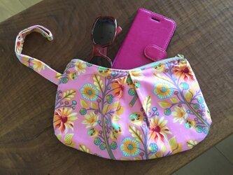 Pink flower / banana porchの画像