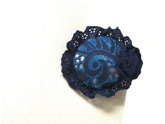 藍染め ブローチの画像