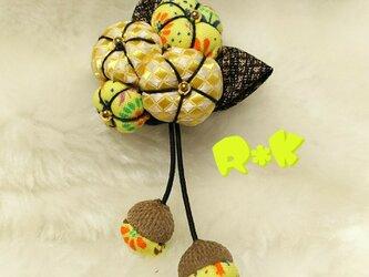 ギンガムチェック花模様の花のブローチの画像