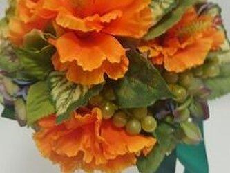 葡萄が入った、ハイビスカスが美しいフルーティーなブーケ   「ラニアケア」の画像