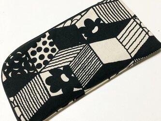モノトーンのL字ファスナー長財布の画像