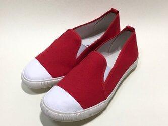軽くて履きやすいバイカラースリッポン (赤x白)の画像