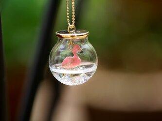 *夏のピンクフラミンゴ* ガラスドームのハーバリウムネックレス の画像