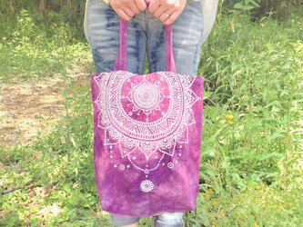 【手染め/手描き】モロッコ風曼荼羅模様のパープルとピンクのエスニックトートバッグ【フェス】の画像