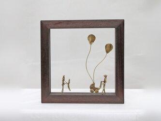 『風船と乳母車と家族』 壁掛け/オブジェ(W1DB)の画像
