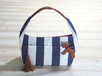 倉敷帆布リネンストライプのショルダーバッグ(犬のチャーム付き)の画像