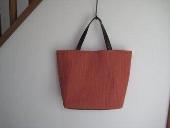 皺加工のバッグの画像