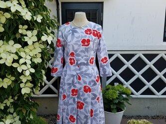 着物リメイク 手作り かわいらしいお花の柄 浴衣 ワンピースの画像