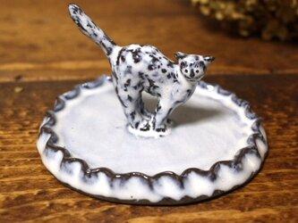 【受注制作】しっぽピンの猫のミニミニオブジェのアクセサリートレイ(ひらひら)の画像