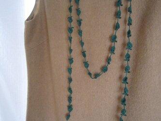 緑 花と葉のかぎ針編みネックレスの画像