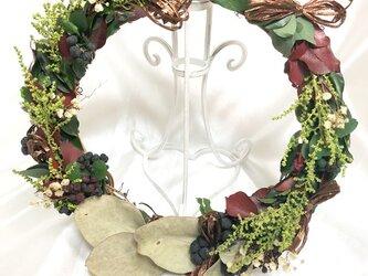 【プリザーブドフラワー/グリーンと葉と小花のアンティーク風リース】の画像