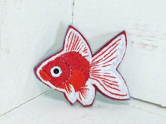赤い金魚ちゃん*刺繍ブローチの画像
