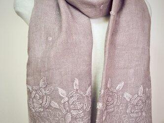 草木染リネン手刺繍大判ショール 薔薇(グレイジュ)の画像