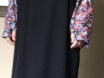 花柄ポリエステルショートカーディガンの画像