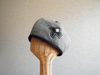鳥さんアップリケのベレー帽 グレンチェック、黒の画像