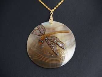 黒蝶貝 蜻蛉蒔絵ペンダントの画像