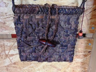貴重な山葡萄の蔓で編んだポシェット(ショルダーバッグ)の画像
