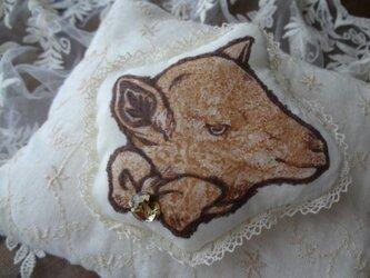 仔山羊のブローチの画像