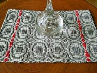 手織り〈麻のティーマット〉まるまる/グレー+赤いラインの画像