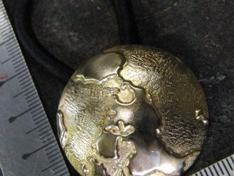 真鍮ブラス製 地球地図デザインヘアゴムコンチョ 髪留め・バッグ飾り・ペットの首輪飾りにもの画像