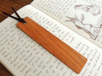 ヤマザクラの木製しおりの画像