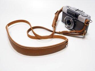 デジカメ・コンパクトカメラ用の金具付き本革カメラストラップ キャメル系ブラウン【受注生産】の画像